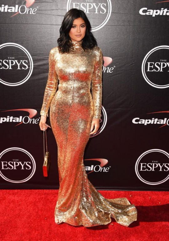 Kylie-Jenner-Metallic-Gold-Gown-2015-ESPYS